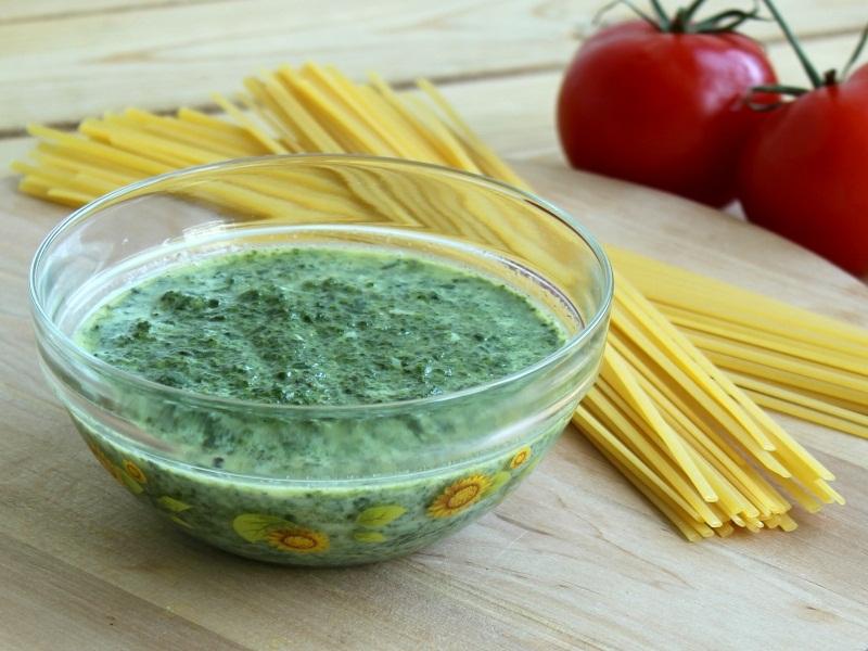 Зеленый соус из шпината