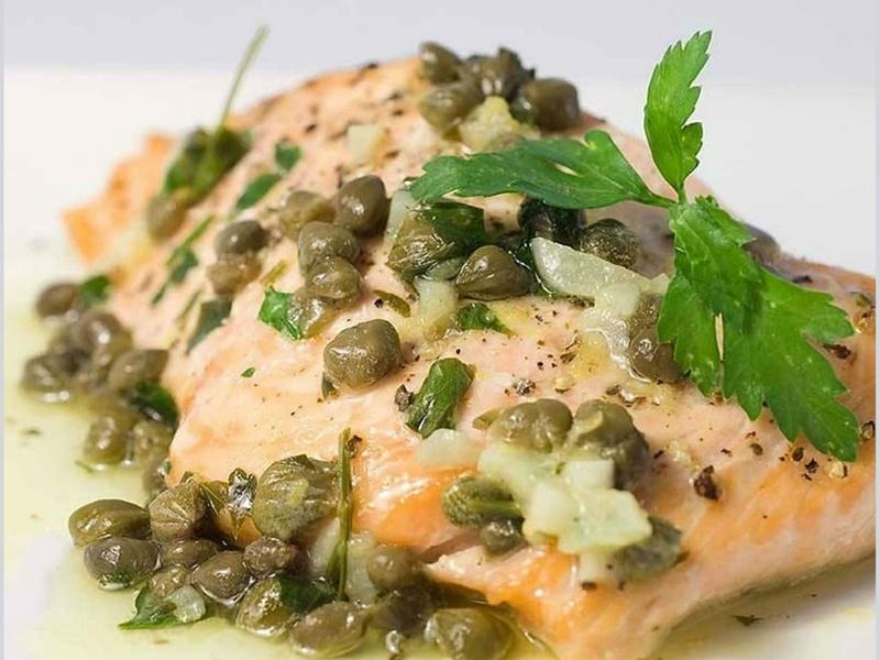 Рыба в соусе с каперсами и корнишонами