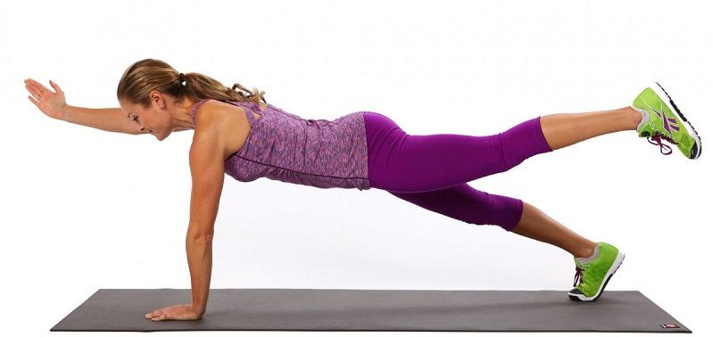 Упражнение планка с подниманием рук или ног